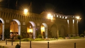 800px-Castello_di_Forlimpopoli_dalla_piazza