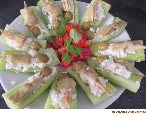 Barchette di cetriolo farcite