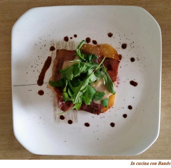 Prosciutto crudo all'aceto balsamico, parmigiano e rucola su letto di patate sabbiate2
