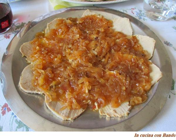 arrosto tiepido con salsa di cipolle